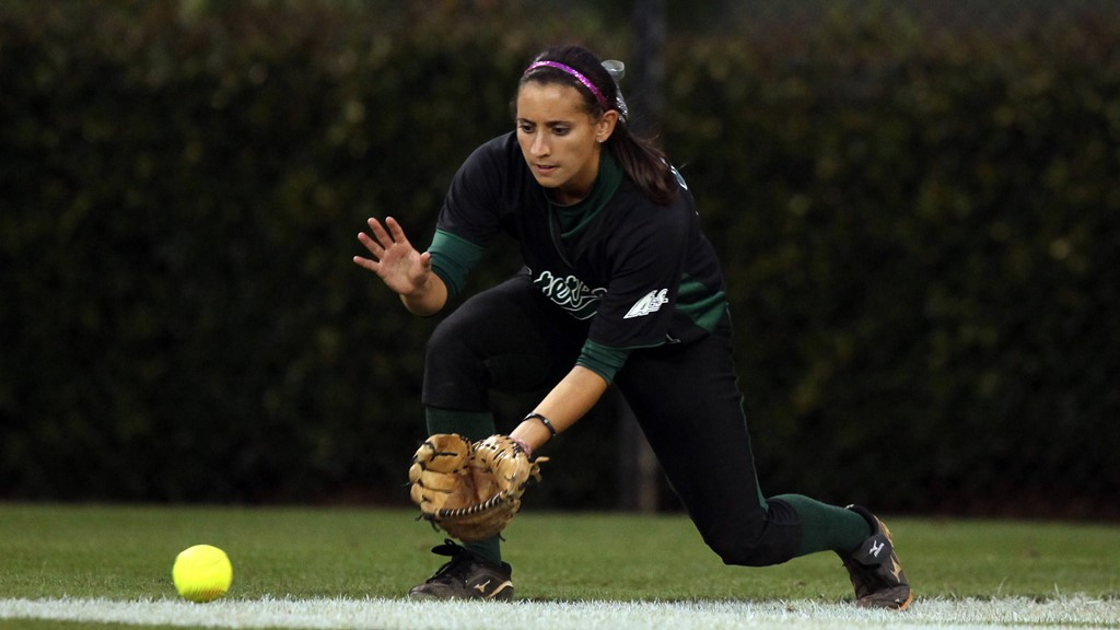 Softball Falls Twice at FGCU on Saturday