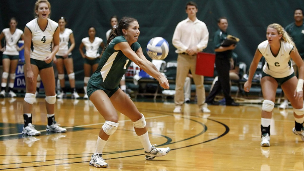 Volleyball Splits On Day 2 of ISTAP Invitational