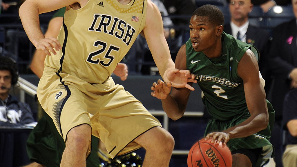 Men's Basketball Drops Road Contest at #21 Notre Dame