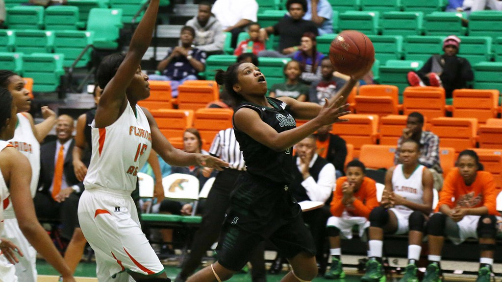 Women's Hoops Tops the Century Mark in Win at FAMU