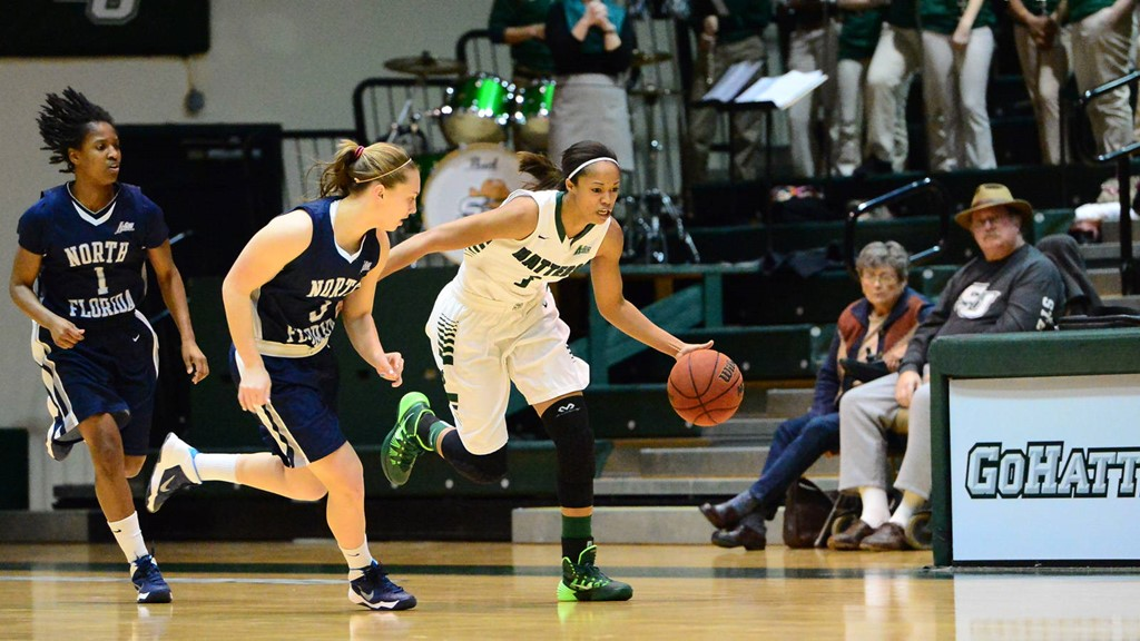 Women's Basketball Rolls to 13th Straight Win